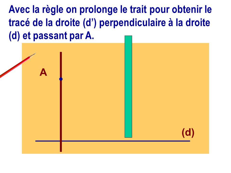 Avec la règle on prolonge le trait pour obtenir le tracé de la droite (d') perpendiculaire à la droite (d) et passant par A.