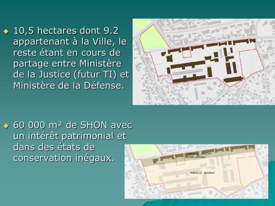 10,5 hectares dont 9.2 appartenant à la Ville, le reste étant en cours de partage entre Ministère de la Justice (futur TI) et Ministère de la Défense.