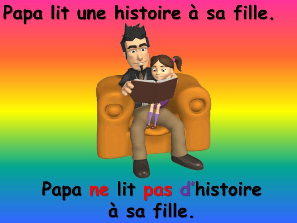 Papa ne lit pas d'histoire à sa fille.
