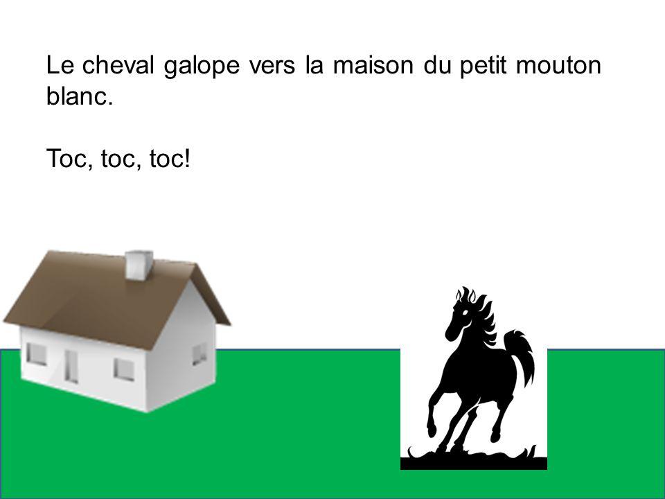 Le cheval galope vers la maison du petit mouton blanc.