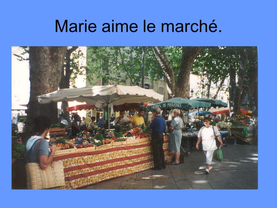 Marie aime le marché.