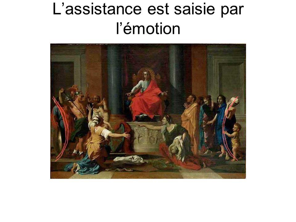 L'assistance est saisie par l'émotion