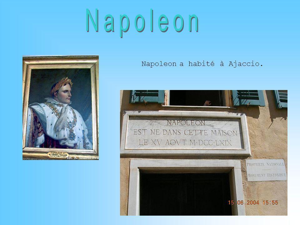 Napoleon a habité à Ajaccio.
