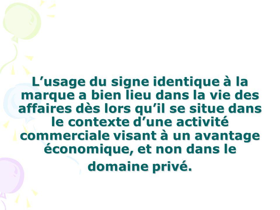 L'usage du signe identique à la marque a bien lieu dans la vie des affaires dès lors qu'il se situe dans le contexte d'une activité commerciale visant à un avantage économique, et non dans le domaine privé.