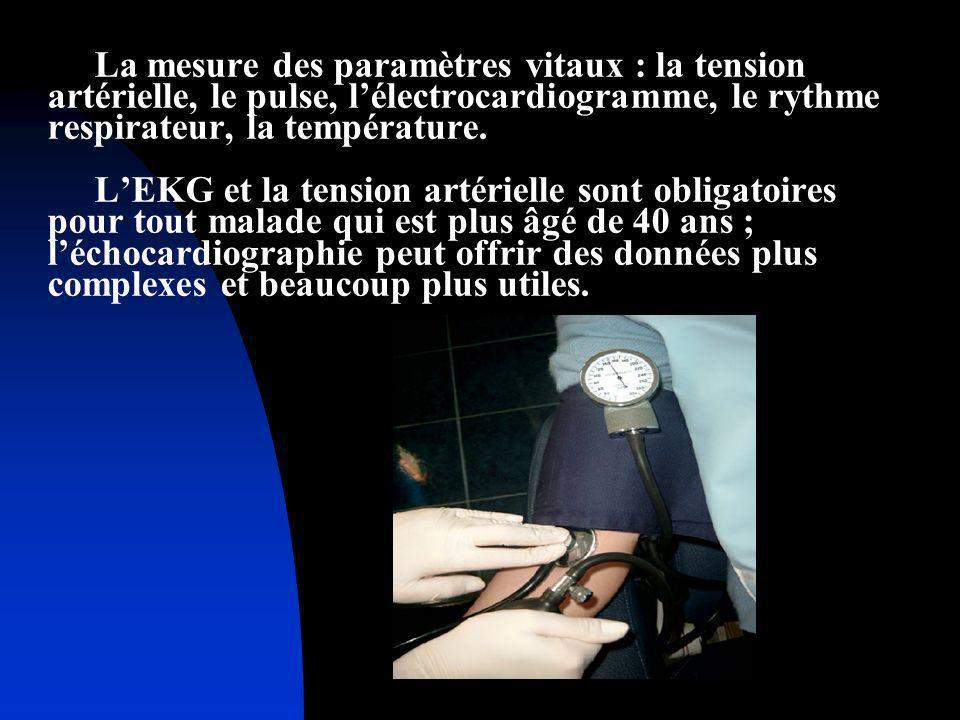 La mesure des paramètres vitaux : la tension artérielle, le pulse, l'électrocardiogramme, le rythme respirateur, la température.