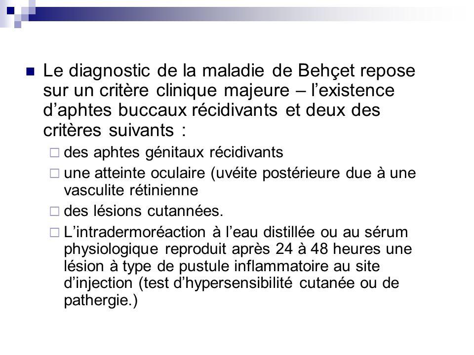 Le diagnostic de la maladie de Behçet repose sur un critère clinique majeure – l'existence d'aphtes buccaux récidivants et deux des critères suivants :