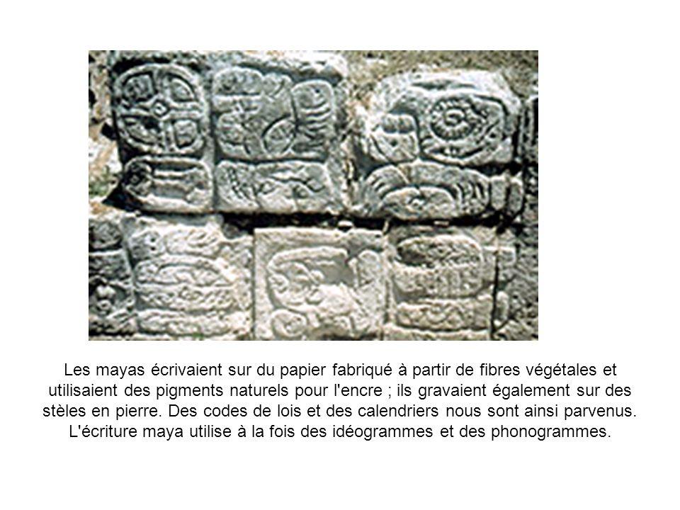 Les mayas écrivaient sur du papier fabriqué à partir de fibres végétales et utilisaient des pigments naturels pour l encre ; ils gravaient également sur des stèles en pierre.