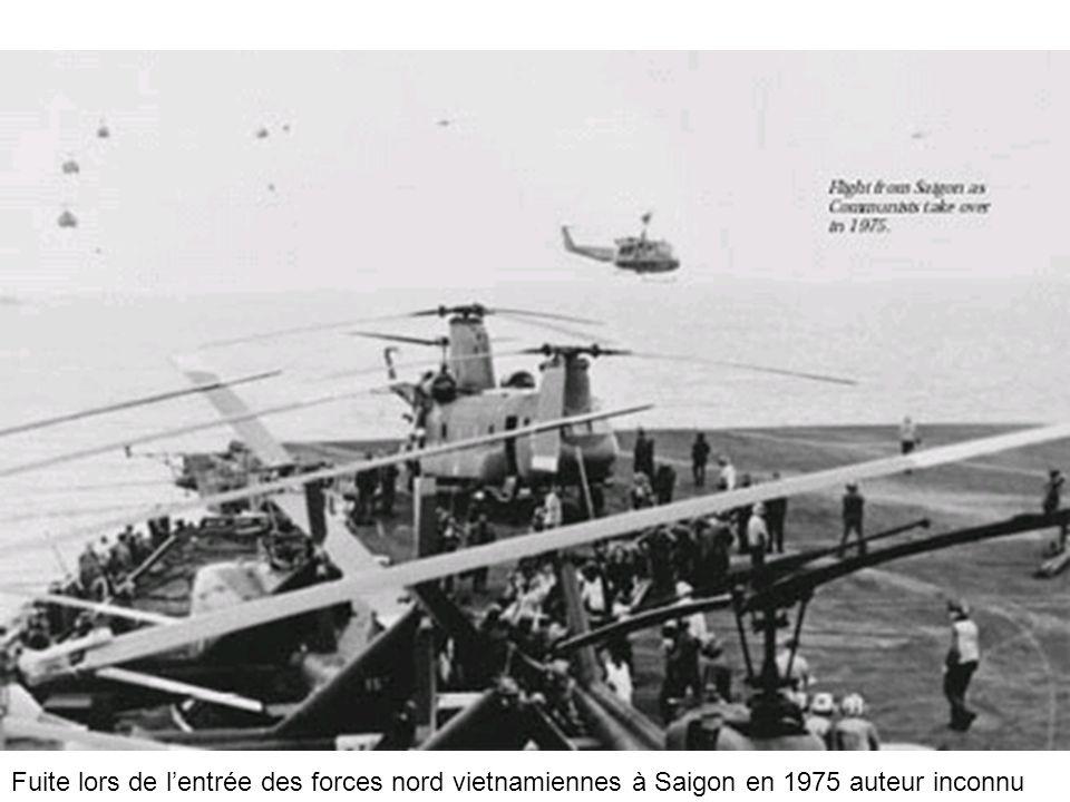 Fuite lors de l'entrée des forces nord vietnamiennes à Saigon en 1975 auteur inconnu