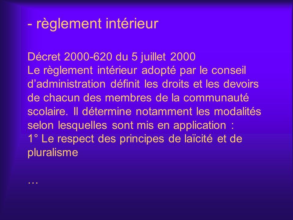 règlement intérieur Décret 2000-620 du 5 juillet 2000 Le règlement intérieur adopté par le conseil d'administration définit les droits et les devoirs de chacun des membres de la communauté scolaire.