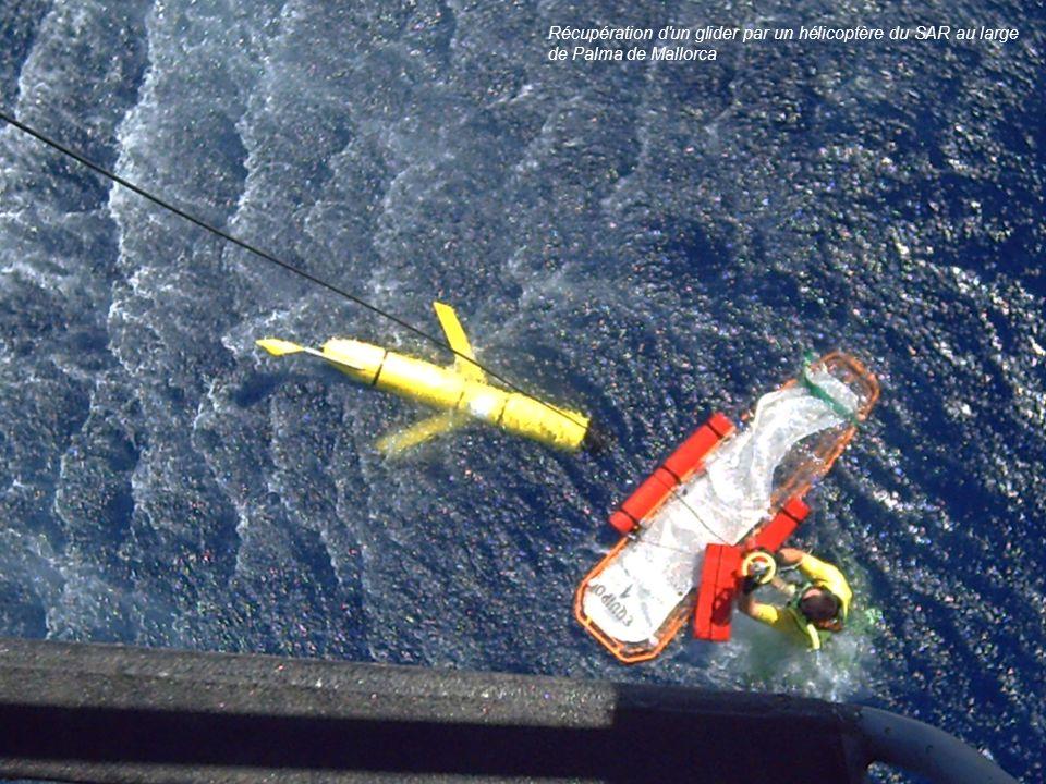 Récupération d un glider par un hélicoptère du SAR au large de Palma de Mallorca