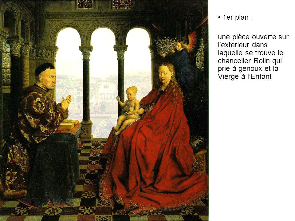 1er plan : une pièce ouverte sur l'extérieur dans laquelle se trouve le chancelier Rolin qui prie à genoux et la Vierge à l'Enfant.