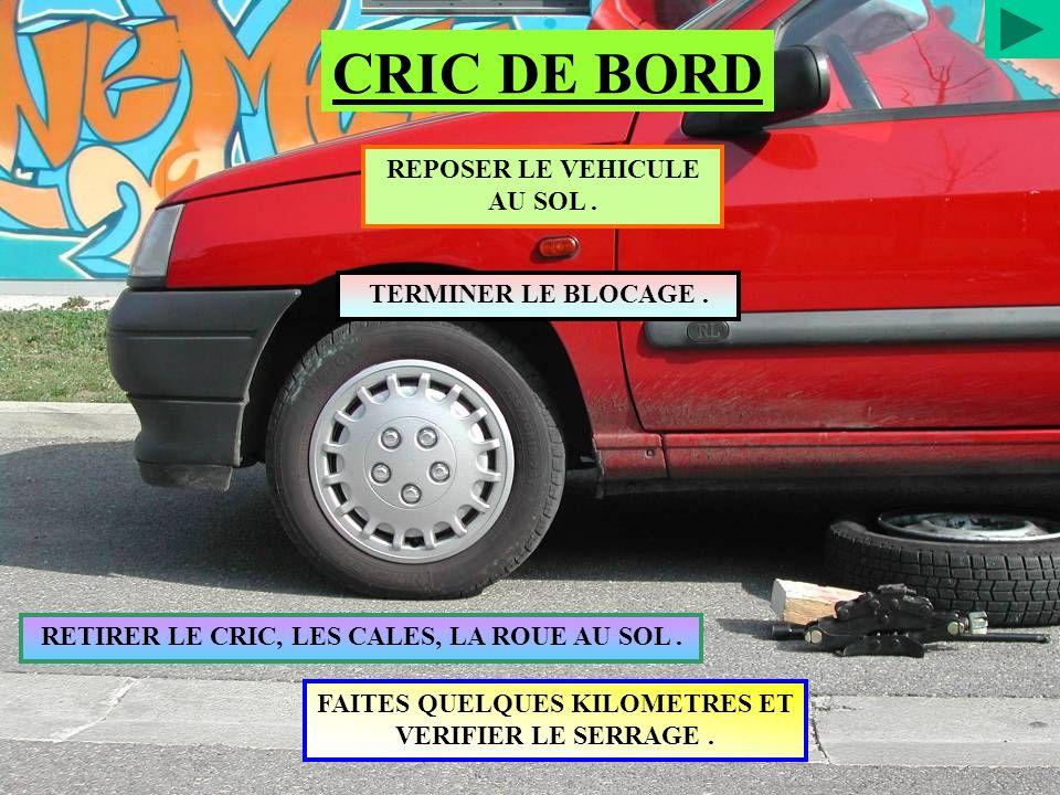CRIC DE BORD REPOSER LE VEHICULE AU SOL . TERMINER LE BLOCAGE .