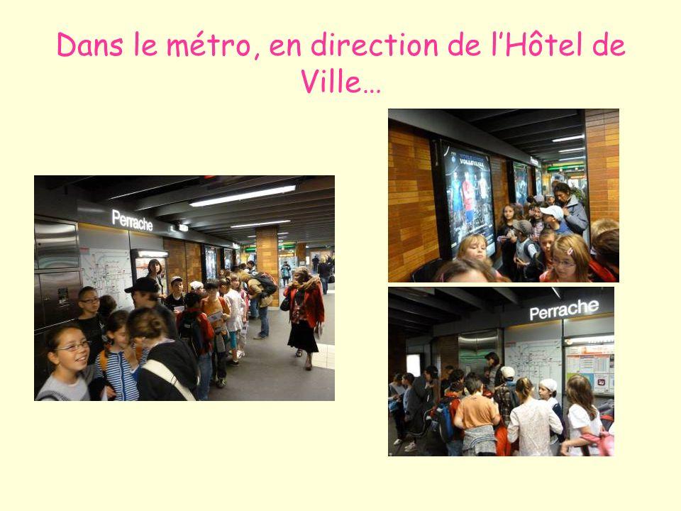 Dans le métro, en direction de l'Hôtel de Ville…