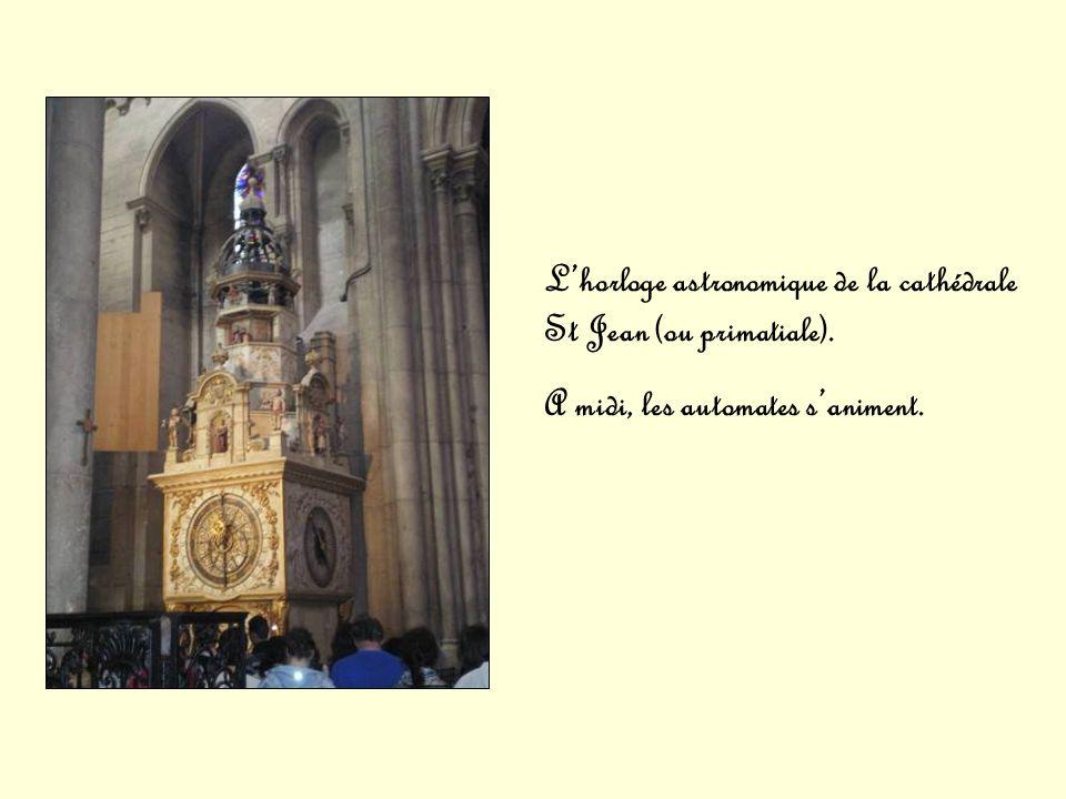 L'horloge astronomique de la cathédrale St Jean (ou primatiale).