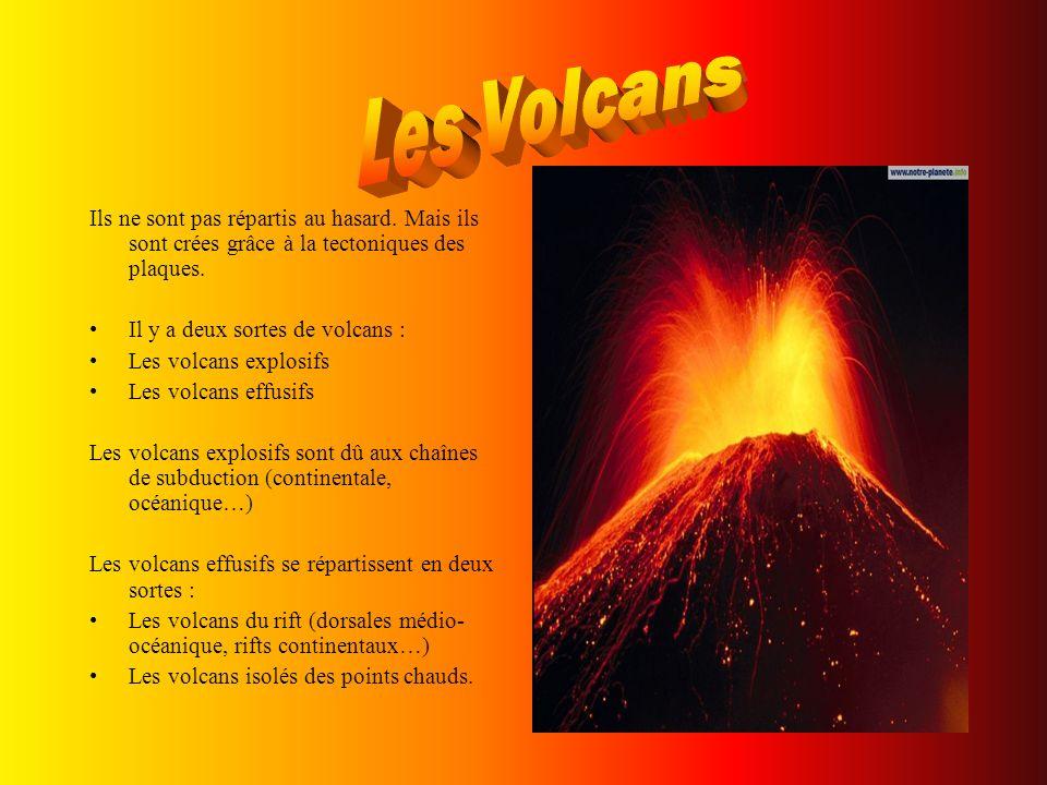 Les Volcans Ils ne sont pas répartis au hasard. Mais ils sont crées grâce à la tectoniques des plaques.