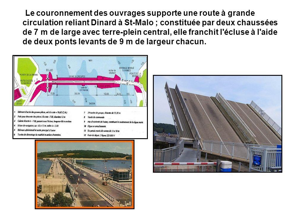 Le couronnement des ouvrages supporte une route à grande circulation reliant Dinard à St-Malo ; constituée par deux chaussées de 7 m de large avec terre-plein central, elle franchit l écluse à l aide de deux ponts levants de 9 m de largeur chacun.