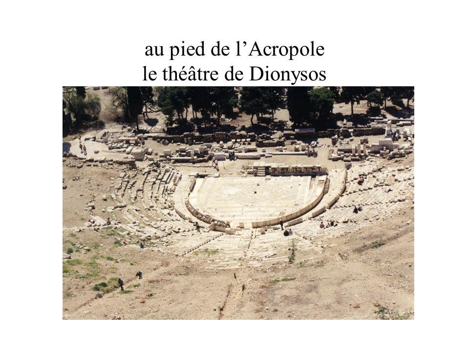 au pied de l'Acropole le théâtre de Dionysos