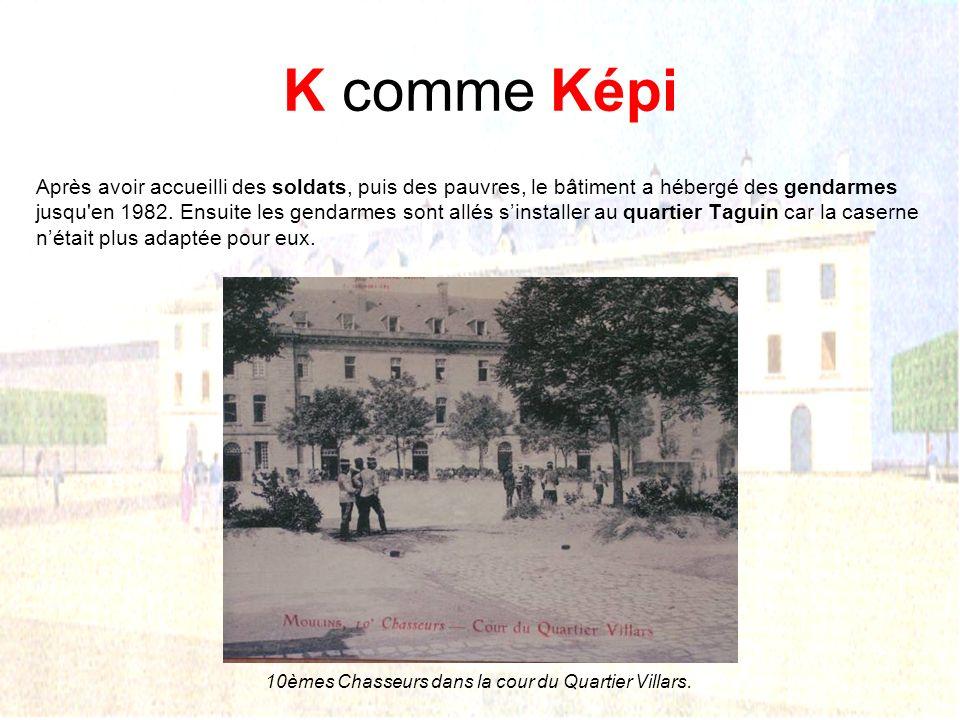 10èmes Chasseurs dans la cour du Quartier Villars.