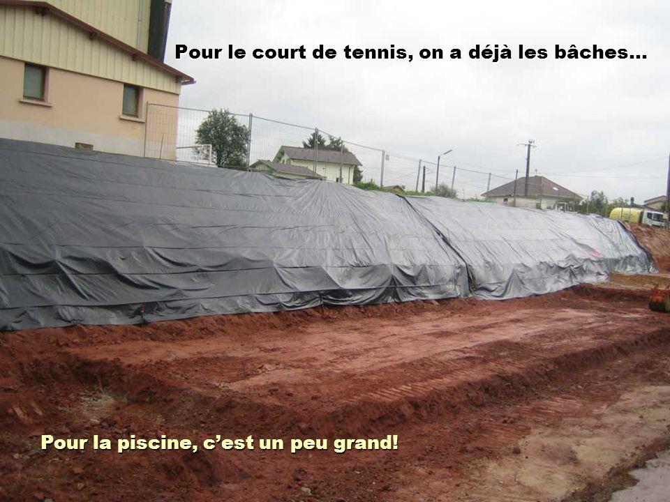 Pour le court de tennis, on a déjà les bâches…