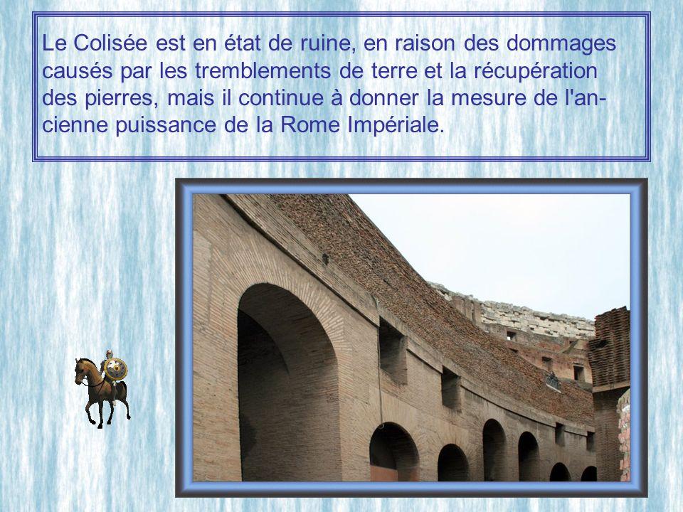 Le Colisée est en état de ruine, en raison des dommages