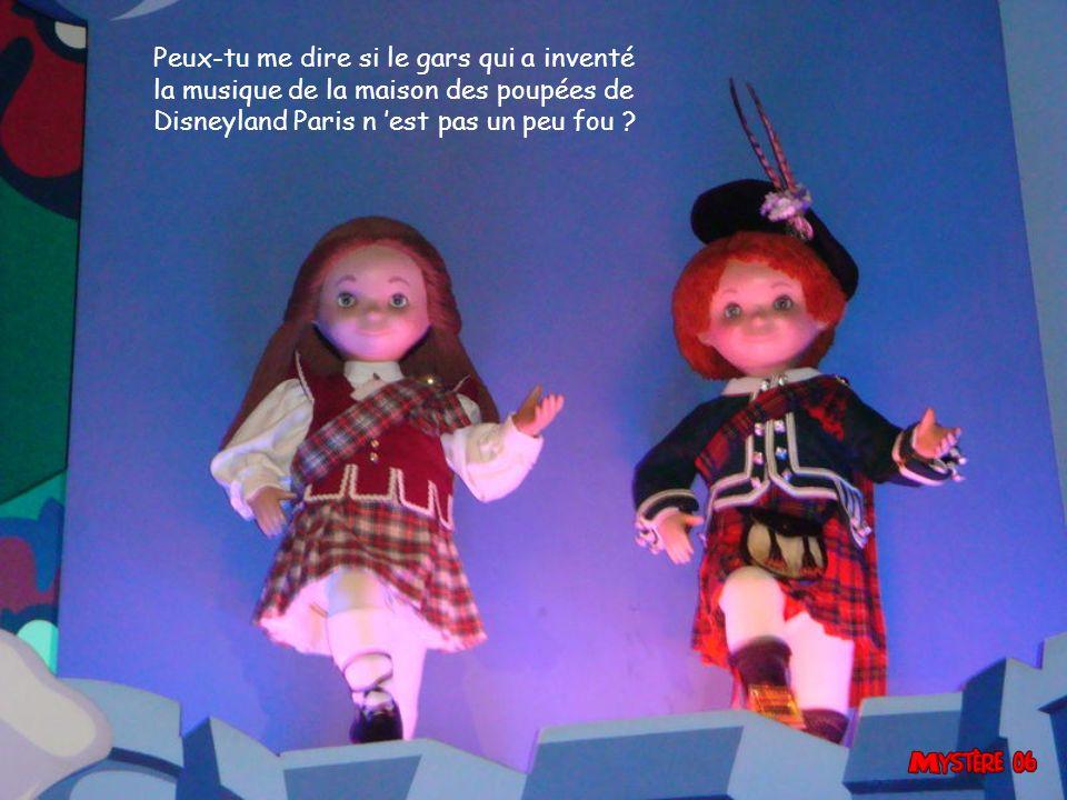 Peux-tu me dire si le gars qui a inventé la musique de la maison des poupées de Disneyland Paris n 'est pas un peu fou