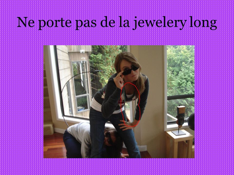 Ne porte pas de la jewelery long