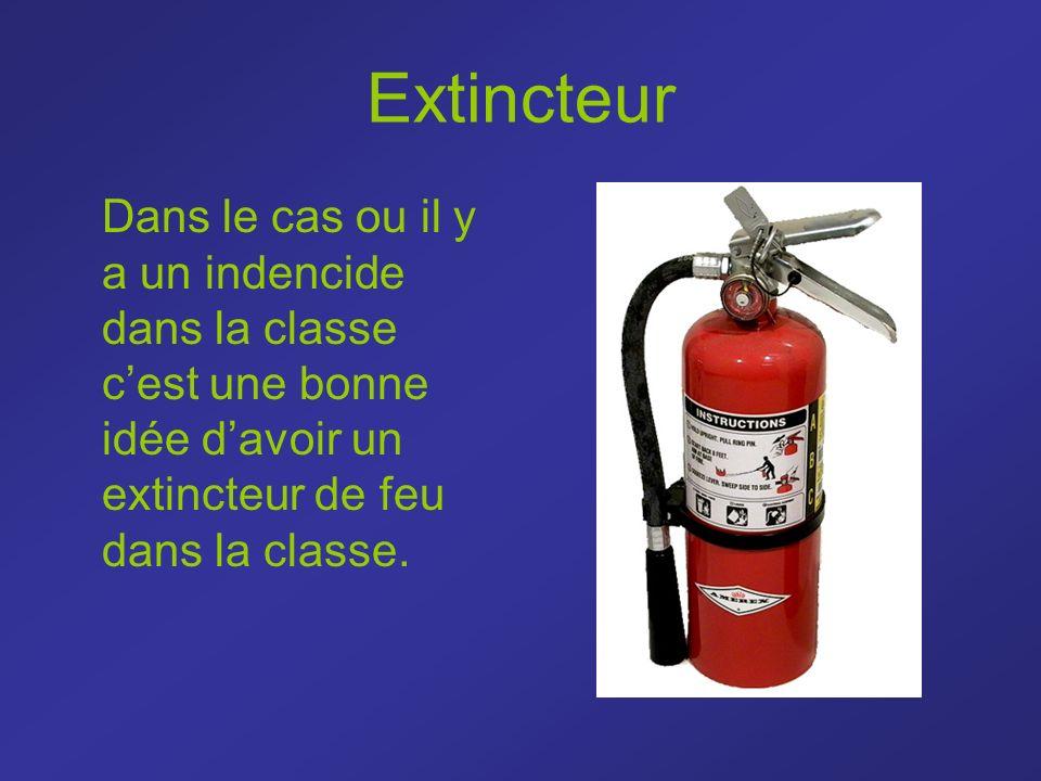 Extincteur Dans le cas ou il y a un indencide dans la classe c'est une bonne idée d'avoir un extincteur de feu dans la classe.