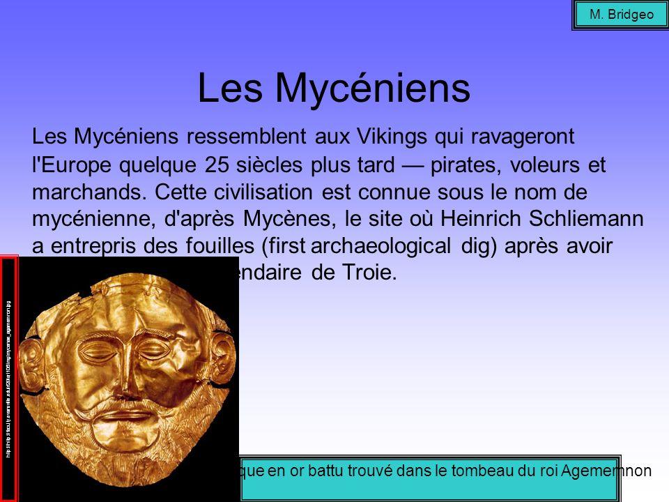 Masque en or battu trouvé dans le tombeau du roi Agememnon