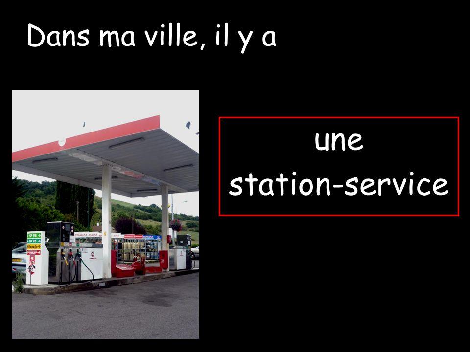 Dans ma ville, il y a une station-service
