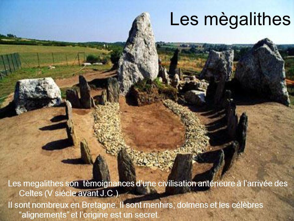 Les mègalithes Les megalithes son tèmoignances d'une civilisation antérieure à l'arrivée des Celtes (V siécle avant J.C.).