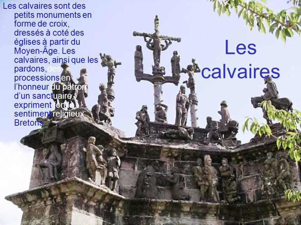 Les calvaires sont des petits monuments en forme de croix, dressés à coté des églises à partir du Moyen-Âge. Les calvaires, ainsi que les pardons,des processions en l'honneur du patron d'un sanctuaire, expriment fort le sentiment religieux Bretons.