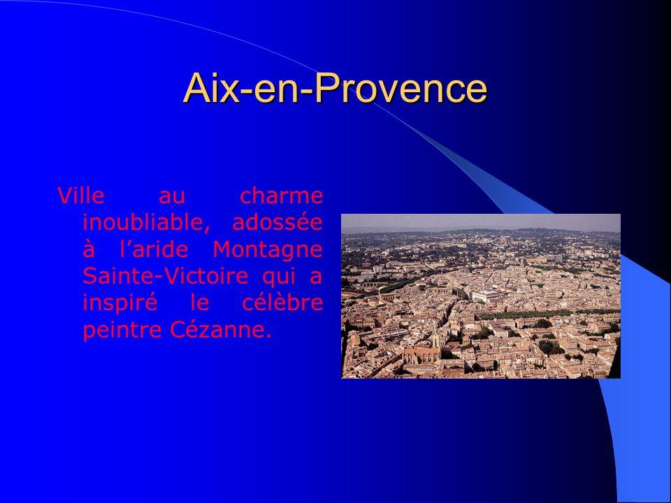 Aix-en-ProvenceVille au charme inoubliable, adossée à l'aride Montagne Sainte-Victoire qui a inspiré le célèbre peintre Cézanne.