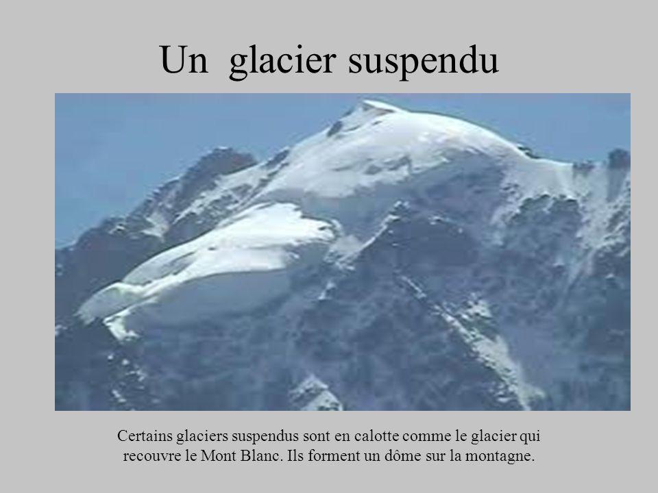 Un glacier suspenduCertains glaciers suspendus sont en calotte comme le glacier qui recouvre le Mont Blanc.