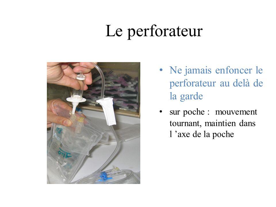 Le perforateur Ne jamais enfoncer le perforateur au delà de la garde