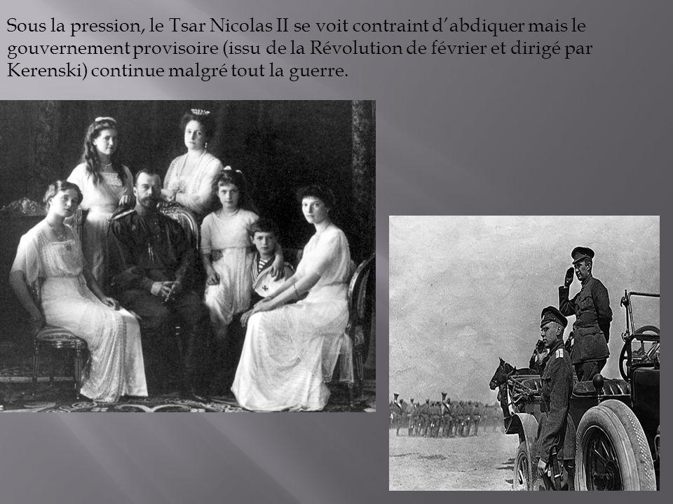Sous la pression, le Tsar Nicolas II se voit contraint d'abdiquer mais le gouvernement provisoire (issu de la Révolution de février et dirigé par Kerenski) continue malgré tout la guerre.