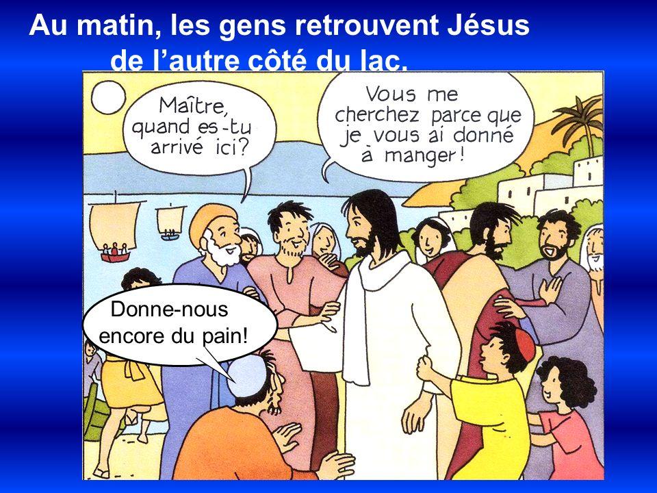 Au matin, les gens retrouvent Jésus de l'autre côté du lac.
