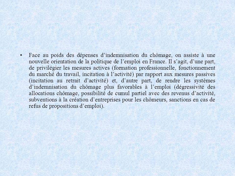 Face au poids des dépenses d'indemnisation du chômage, on assiste à une nouvelle orientation de la politique de l'emploi en France.