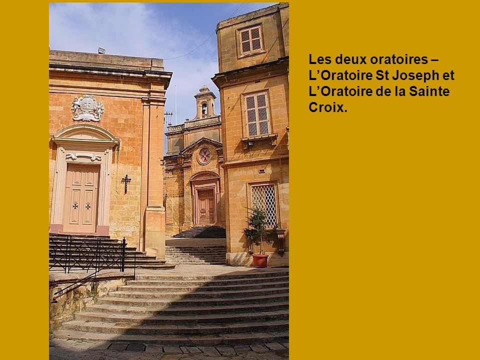 Les deux oratoires – L'Oratoire St Joseph et L'Oratoire de la Sainte Croix.