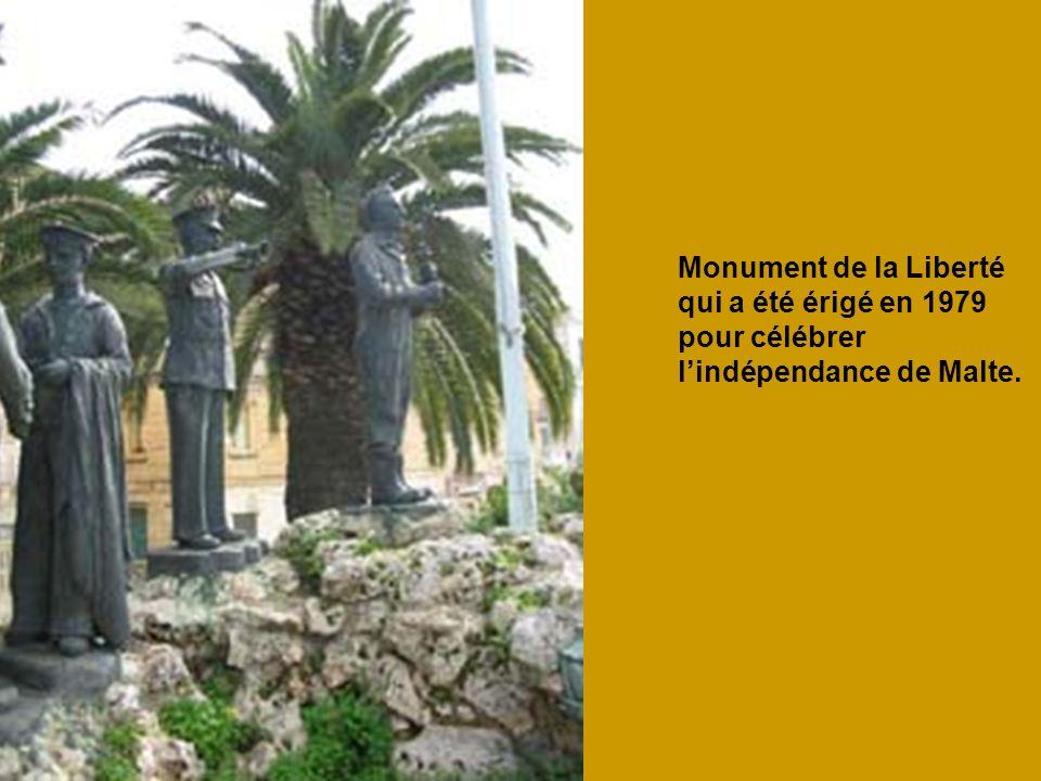 Monument de la Liberté qui a été érigé en 1979 pour célébrer l'indépendance de Malte.