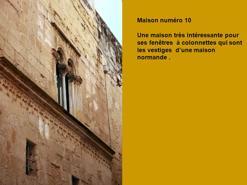 Maison numéro 10 Une maison très intéressante pour. ses fenêtres à colonnettes qui sont. les vestiges d'une maison.