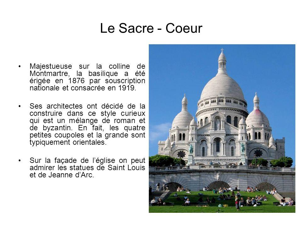 Le Sacre - Coeur Majestueuse sur la colline de Montmartre, la basilique a été érigée en 1876 par souscription nationale et consacrée en 1919.