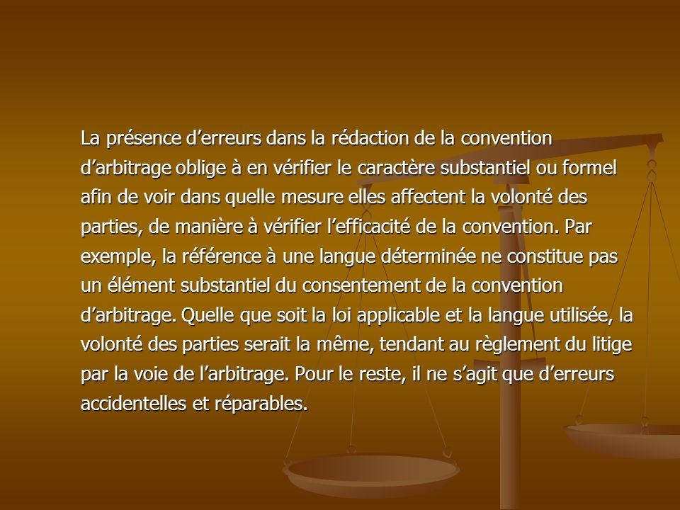 La présence d'erreurs dans la rédaction de la convention d'arbitrage oblige à en vérifier le caractère substantiel ou formel afin de voir dans quelle mesure elles affectent la volonté des parties, de manière à vérifier l'efficacité de la convention.