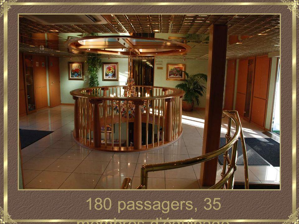 180 passagers, 35 membres d'équipage