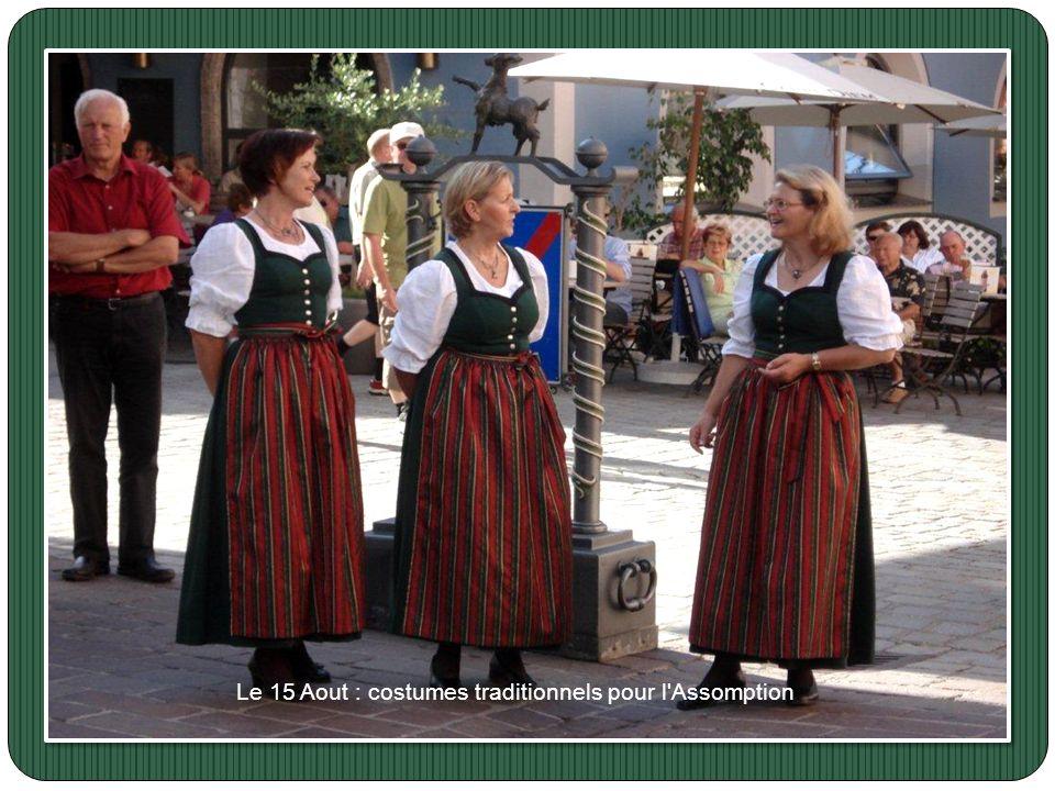 Le 15 Aout : costumes traditionnels pour l Assomption.