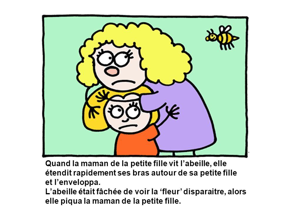Quand la maman de la petite fille vit l'abeille, elle étendit rapidement ses bras autour de sa petite fille