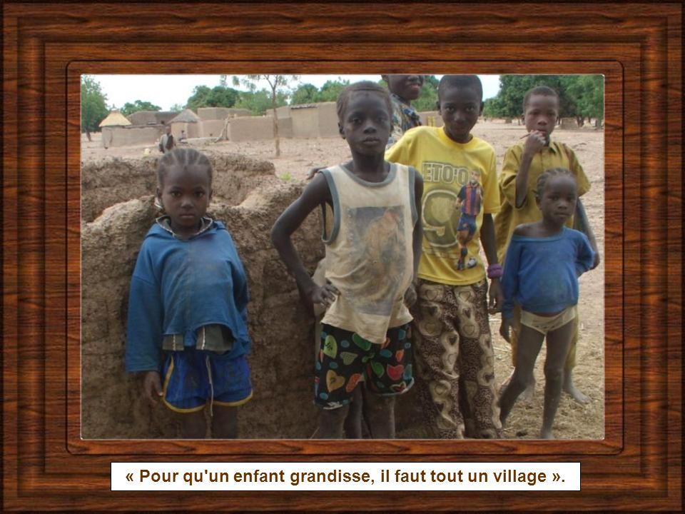 « Pour qu un enfant grandisse, il faut tout un village ».