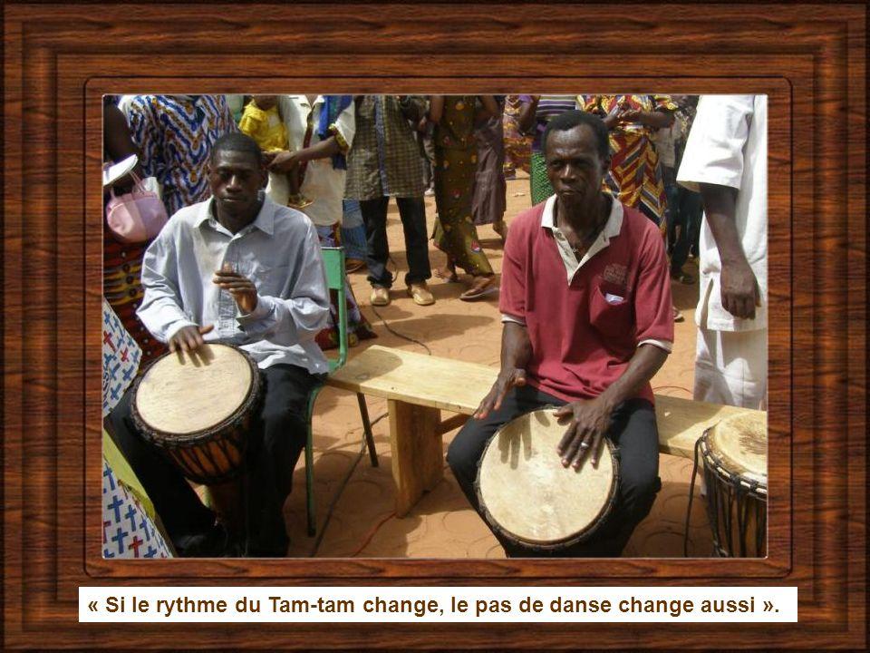 « Si le rythme du Tam-tam change, le pas de danse change aussi ».