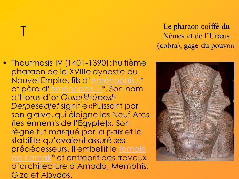 Le pharaon coiffé du Némes et de l'Uræus (cobra), gage du pouvoir