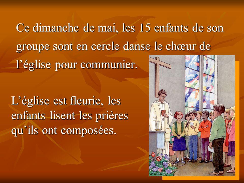 Ce dimanche de mai, les 15 enfants de son groupe sont en cercle danse le chœur de l'église pour communier.