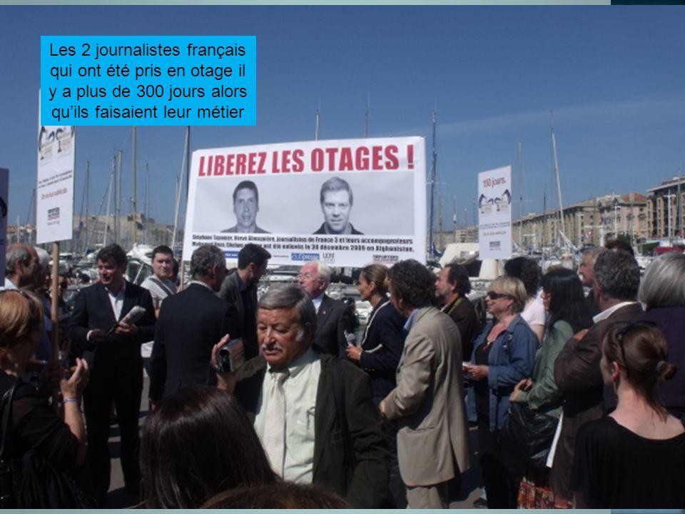 Les 2 journalistes français qui ont été pris en otage il y a plus de 300 jours alors qu'ils faisaient leur métier